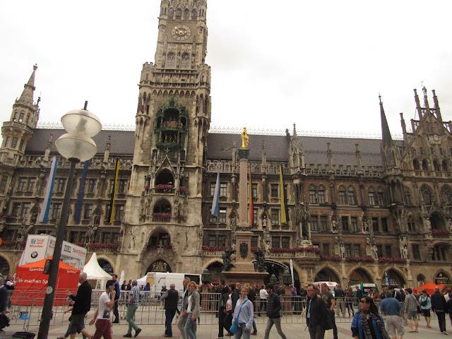 Neues Rathaus na Marienplatz O que ver em Munique
