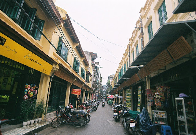 Amazing streets and street life in Hanoi Old Quarter 2