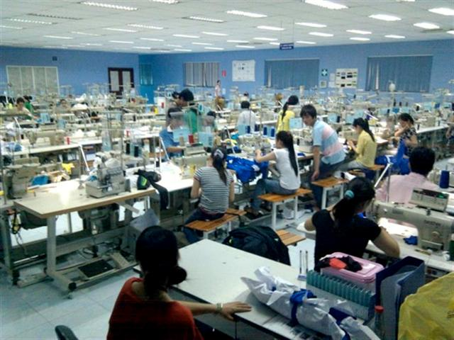 We know over clothing manufacturers in Vietnam that can produce your product. In this guide, we will introduce you to some leading apparel factories in Vietnam. In addition, you will get an overview of sourcing procedure so that you can source or import your products from clothing manufacturers in Vietnam successfully.