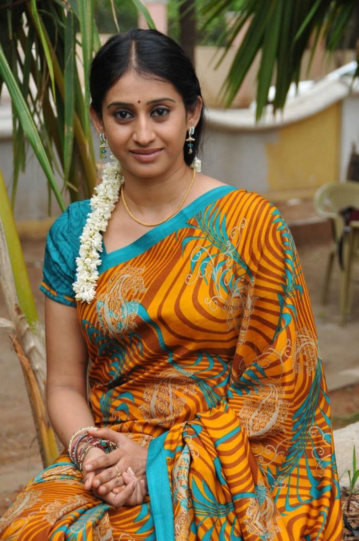 1Stbuzz Telugu Tv Serial Actress Meena Beautiful Saree Photos-2928