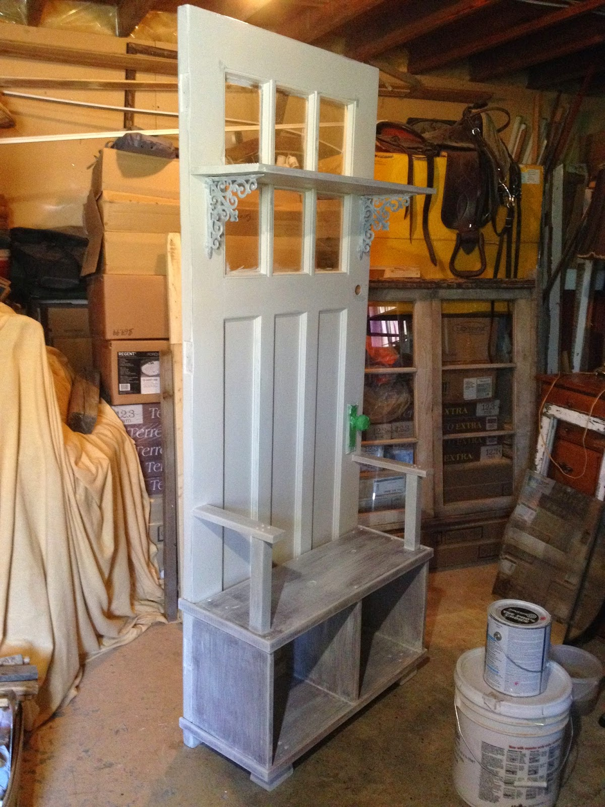 MacGIRLver & MacGIRLver: A Different Bench Made From an Old Door; A Hall Tree