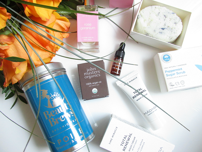 Unboxing: LoveLula Beauty Box Dezember - Inhalt alle Produkte