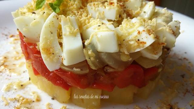 Corona de patata, pimiento y huevo