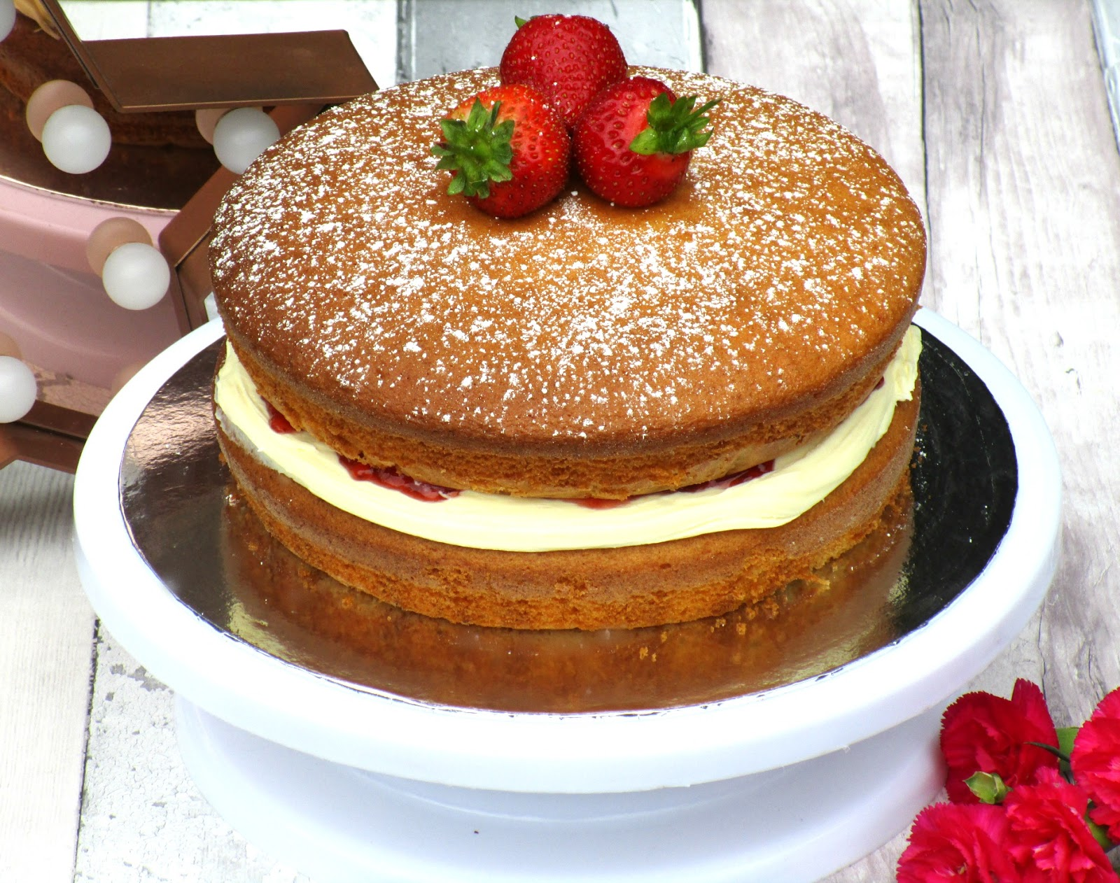 Gusto Worldwide Media - Victoria Sponge Cake