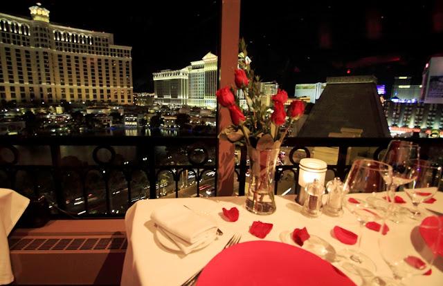 Horário de funcionamento do restaurante na Torre Eiffel em Las Vegas