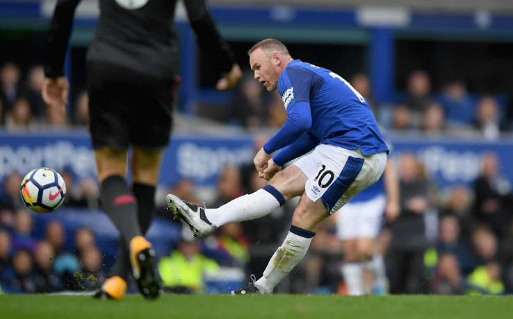 2ca8ce1dc1e7 Here Are Three Theories Why Rooney is Wearing Nike Total 90 Boots