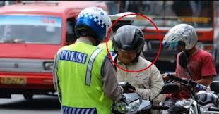 Minta Duit Damai, Polisi Ini Tak Tahu Yang Ditilangnya adalah Pak Kapolda, Modiaarr!