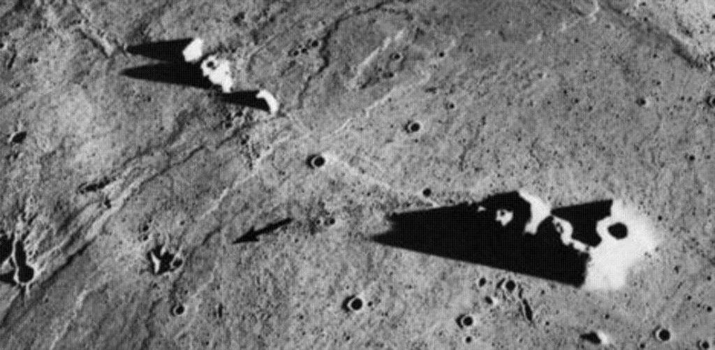 Risultati immagini per alien on the moon