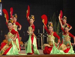 indonesia memiliki segudang kesenian dan kebudayaan yang sangat menarik untuk kita gali banyak sekali serta sudah mulai