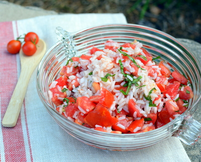 Tomato & Rice Salad, another easy-easy summer salad ♥ A Veggie Venture, so so simple, just a mix of ripe and juicy summer tomatoes and leftover cooked rice. Weight Watchers Friendly. Naturally Gluten Free. Vegan.