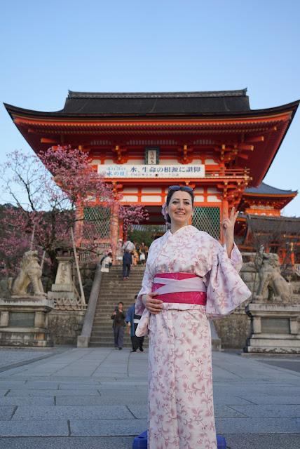 Japonya, Gezi, Seyahat, Tokyo, Kyoto, Osaka, Hiroşima, Miyajima, Bambu Ormanı, Kimono, Geyşa, Atom Bombası, Japan, Gezi Rehberi, Asya, Uzakdoğu, Japonyada ulaşım, Japonya çok pahalı mı, Japonyada yemek, Sushi, suşi, Sumo Güreşi, Ulaşım, Tapınak, ıtsukushima, sakura mevsimi, filozof yolu, shinkansen, hızlı tren, kobe bifteği