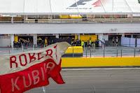 Robert Kubica Renault test kibice flaga Hungaroring