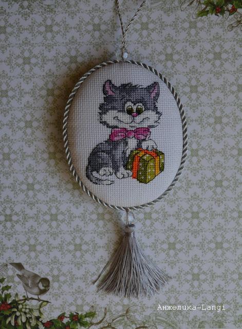 Котенок с подарком от РТО