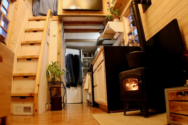 """Tiny Home Designs: Fy Nyth...: A """"Lived In"""" Tiny House Tour"""