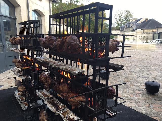 Barbecue géant Gigots d'agneau à la broche -  Traiteur Rôtisseur  Paris IDF