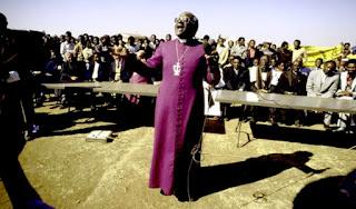 Desmond Tutu en el funeral de Duduza de 1985.