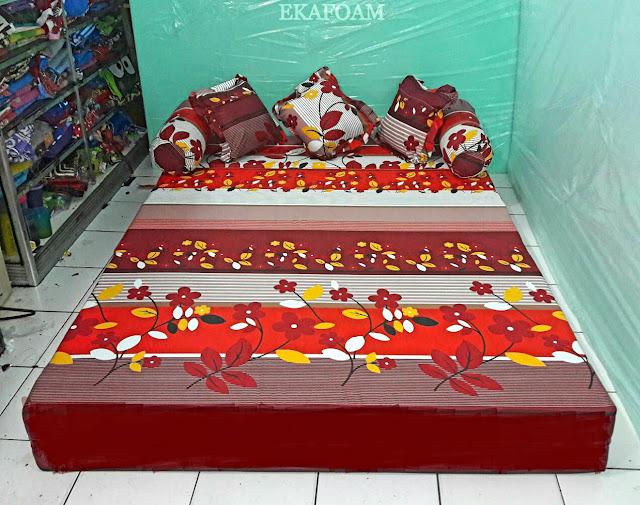 Sofa bed inoac motif bunga sakura merah maroon