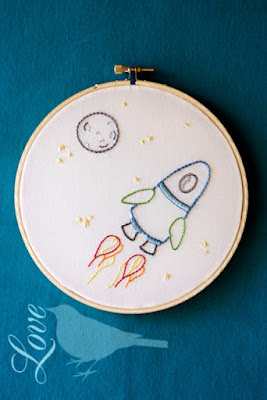 http://lovethebluebird.blogspot.com.es/2012/05/outer-space-embroidery-pattern.html