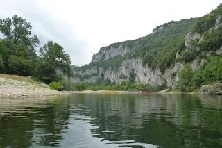 Descenso en kayak por el río Ardèche.
