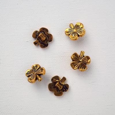 https://www.etsy.com/listing/266632613/shamrock-buttons-vintage-antique?ref=shop_home_active_7