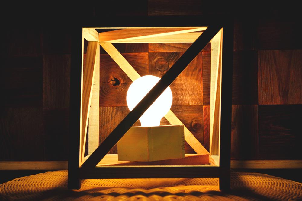 Cómo hacer una lámpara de madera en forma de cubo para tu dormitorio,  DIY tutorial paso a paso.
