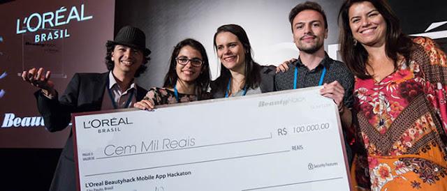 Junto de sua equipe, egresso de Sistemas de Informação vence hackathon da L'Oreal.