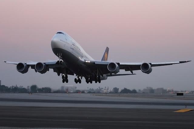 Lufthansa Boeing 747-8 Intercontinental Beautiful Takeoff