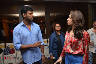 Vishal and Tamannah Stills at Okkadochadu Movie Press Meet  0007.jpg