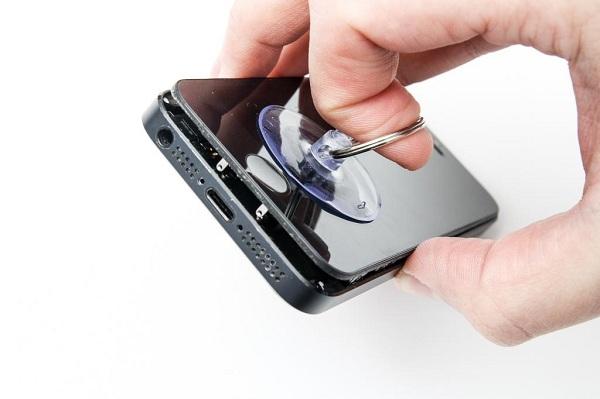 Thay linh kiện iPhone chính hãng tại Maxmobile