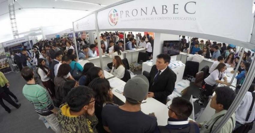 Universitarios de Arequipa participan de Feria Internacional Universitaria de Becas