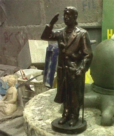 patung jenderal sudirman ukuran kecil