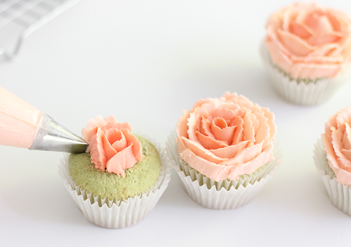 how to make a buttercream rose bud