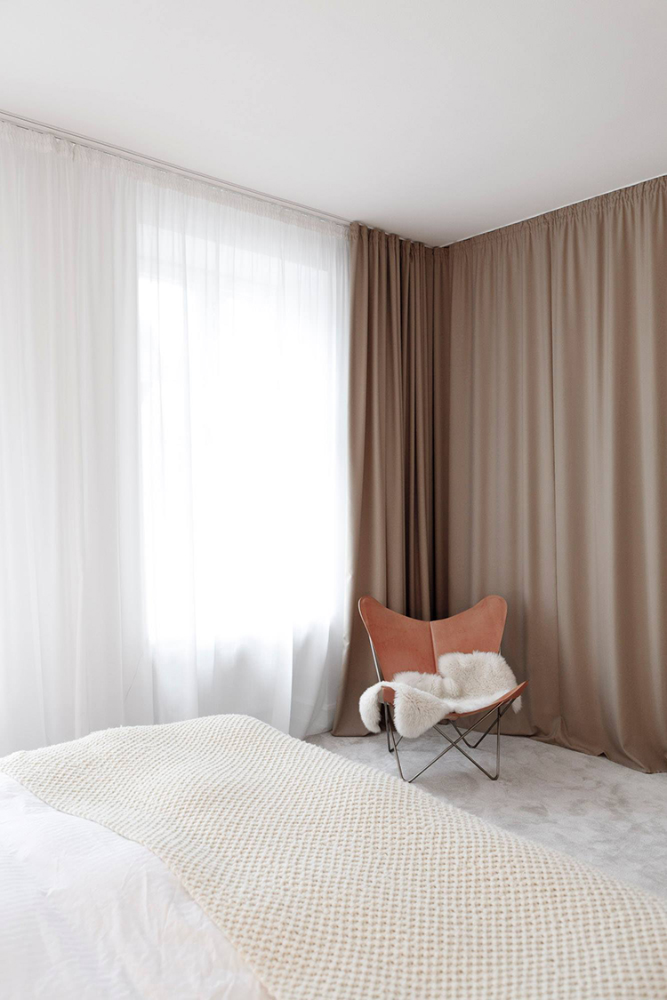 5 things that curtains can hide inside a bedroom | The wall. Photo via Studio Oink