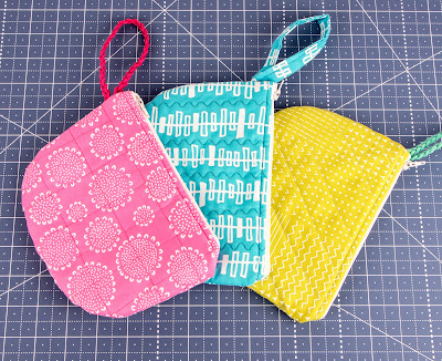 http://fatquartershop.blogspot.com/2016/08/single-scoop-zipper-bag-tutorial.html