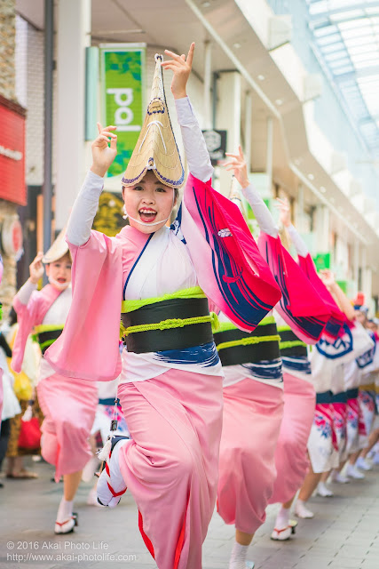 天翔連、高円寺パル商店街での流し踊り、女踊りの写真 1