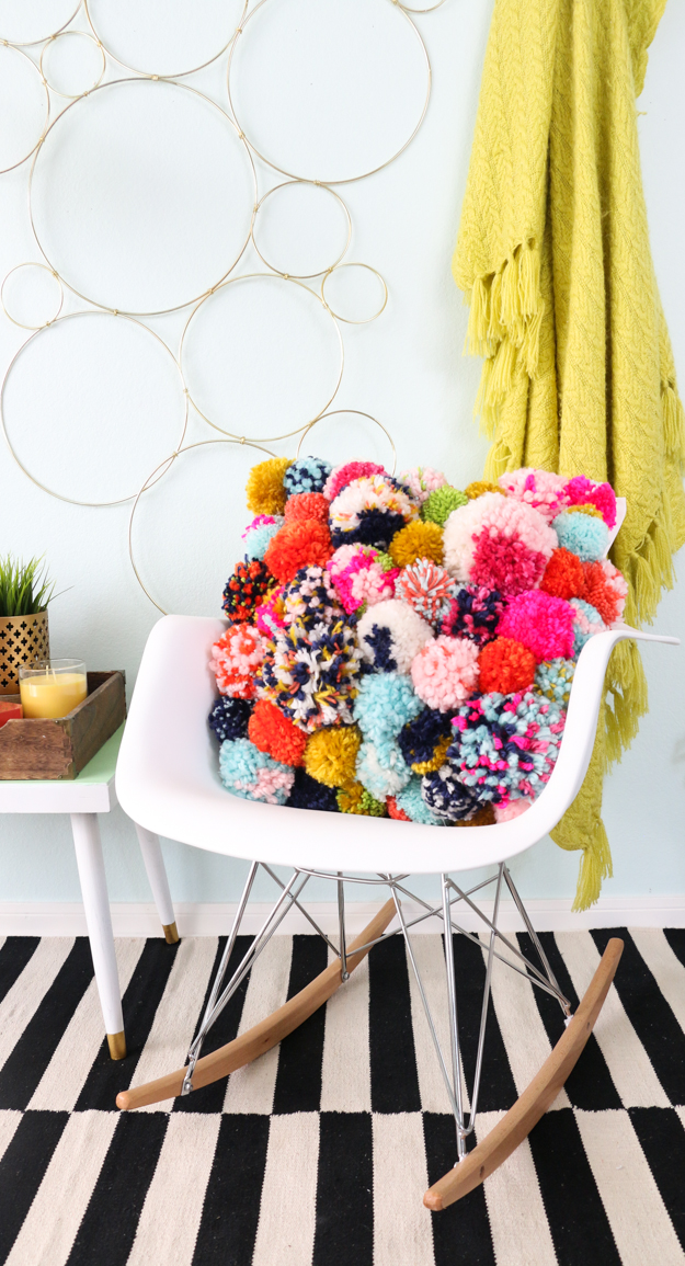 a kailo chic life diy it a cozy pom pom pillow. Black Bedroom Furniture Sets. Home Design Ideas