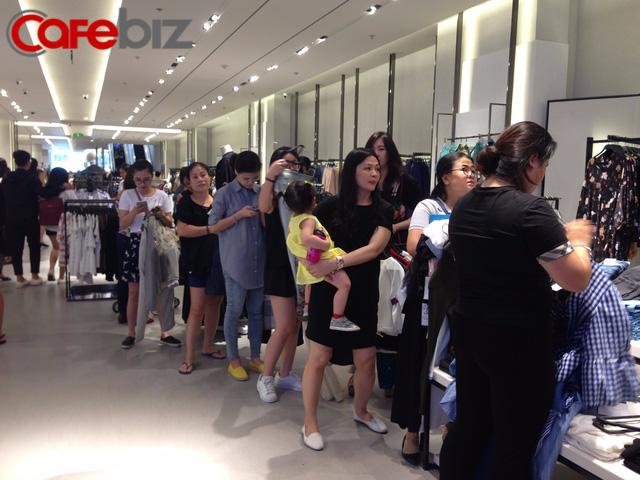 """Zara, H&M, Uniqlo vào Việt Nam: Còn cửa nào cho doanh nghiệp trong nước trước cơn bão hàng ngoại """"giá rẻ""""?"""
