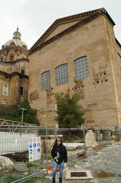 foro romano, ruinas de Roma, ruinas del foro, senado cesar, senado romano, curia romana, ruina del senado en roma
