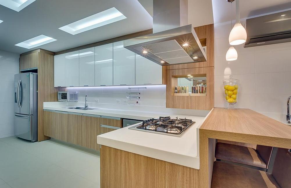 10 cozinhas brancas e amadeiradas veja modelos lindos e - Modelos de armarios ...