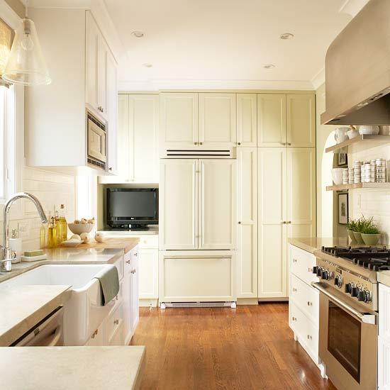 The Granite Gurus: Whiteout Wednesday: 5 Warm White Kitchens