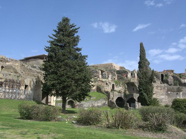 Pompeje to starożytne miasto zgładzone przez Wulkan Wezuwiusz.