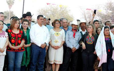 Acude Secretario Miguel Ángel Vega a fiestas de aniv de la radio indígena en etchojoa