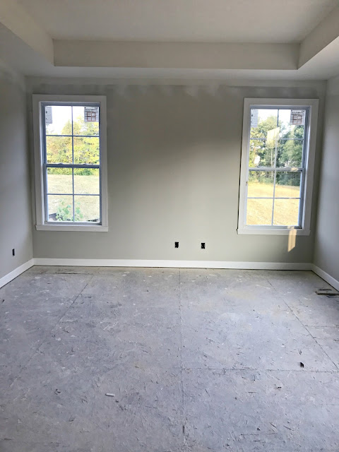 windows on either side of bed