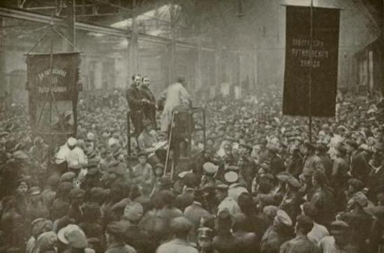 Reunión política en la fábrica Putilov, Petrogrado