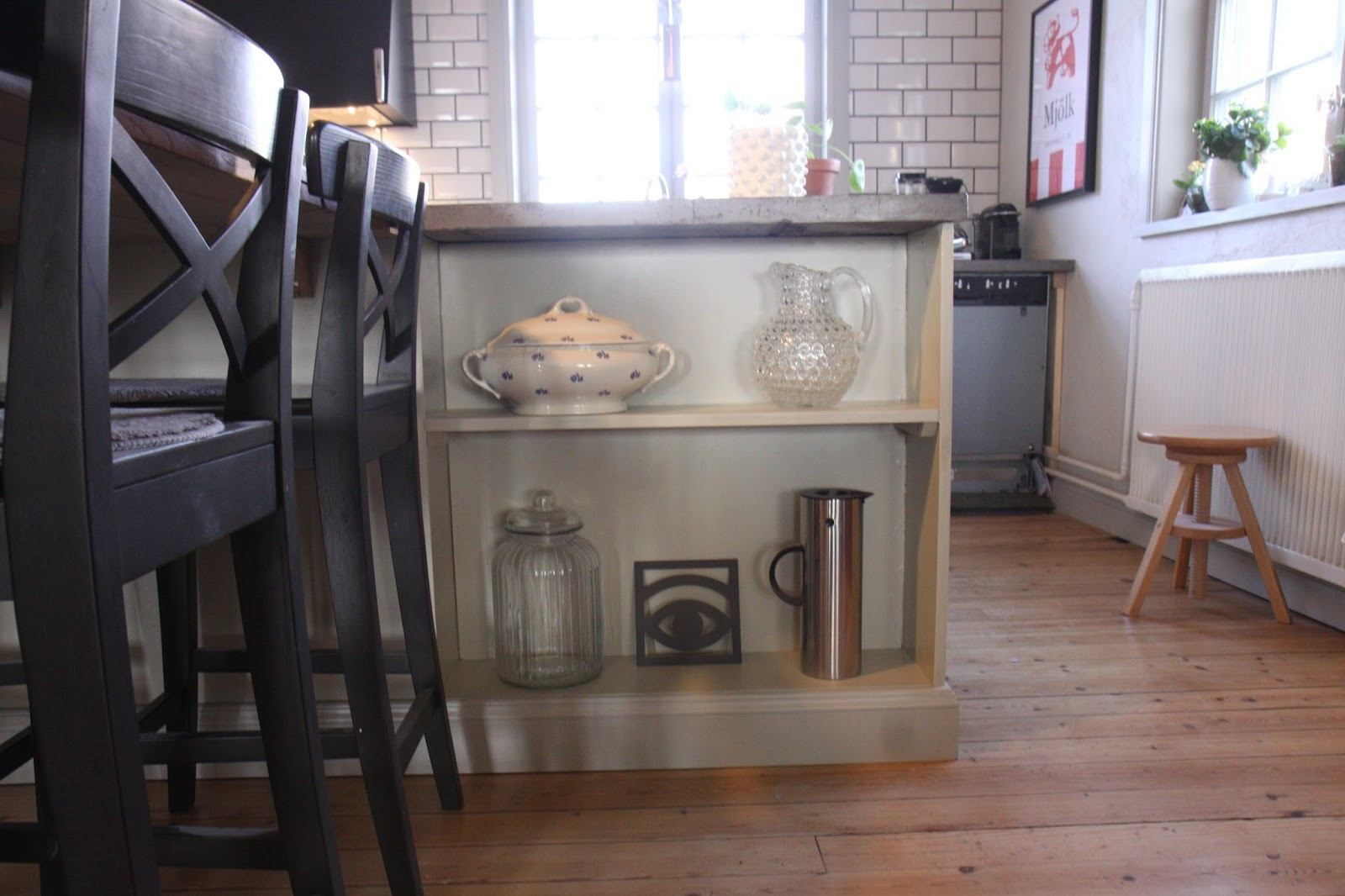 Inredning diskmaskin bänk : FrÃ¥n kyrka till hus - En renoveringsblogg : Färdigt kök