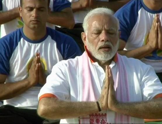 प्रधानमंत्री और बाबारामदेव की कुछ चुनिंदा तश्वीरे योग दिवस पर  / Some selected photos of Prime Minister and Babaraamdev on Yoga Day