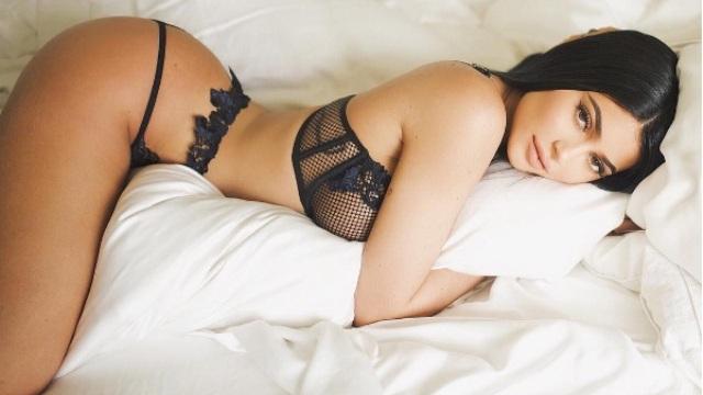 Kylie Jenner festeja sus 20 años en atrevido y sexy bikini
