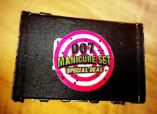007 manicure set essential hostel checklist