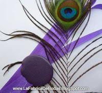 venta lacre  morado combinado con liston de invitacion en guatemala lacre con plumas pavo