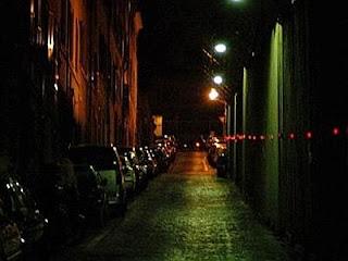 Risultati immagini per strada buia